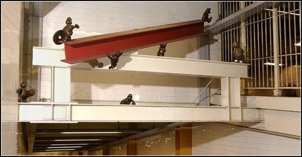 Подземная жизнь в скульптурной галерее Тома Оттернесса *Life Underground*