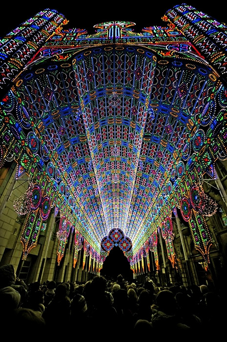 Собор из 55 000 светодиодов, инсталляция на Фестивале Света в Генте (Ghent Light Festival)