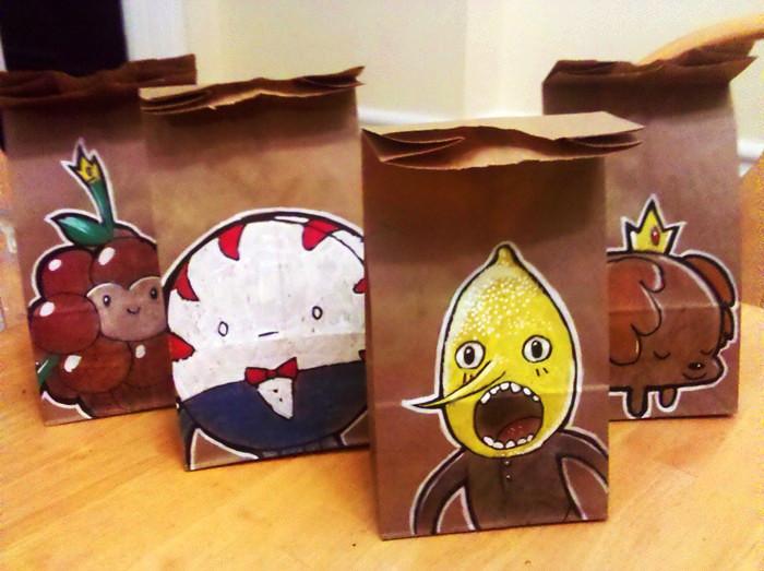 Творческое оформление бумажных пакетов для школьного завтрака. Рисунки Дерека Бенсона (Derek Benson)