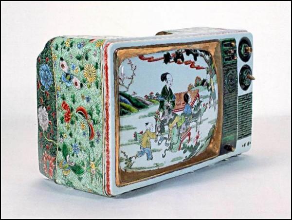 В древности - вазы и сервизы, в 21 веке - телевизоры и компьютеры