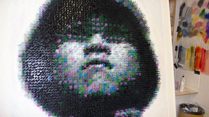 Made in China, портрет мальчика-солдата из пластмассовых солдатиков