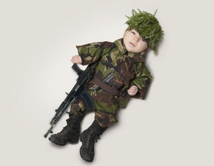 Кем станет выросший малыш? Забавный фотопроект от MondayMonday