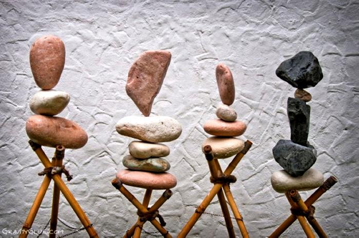 Инсталляции из камней, преодолевшие гравитацию. Лэнд-арт от Michael Grab