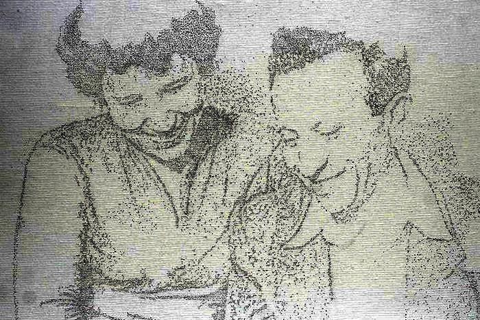 Копии фотографий, сделанные дырками от иголки