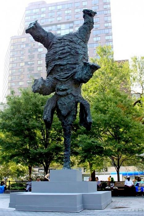 Gran Elefandret, пятитонная 26-футовая скульптура Мигеля Барсело (Miquel Barcelo)