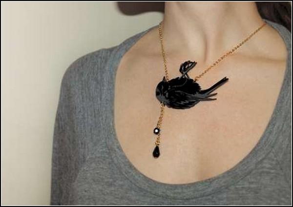 Мертвая птица, истекающая кровью. Morbid Jewelry от Miju