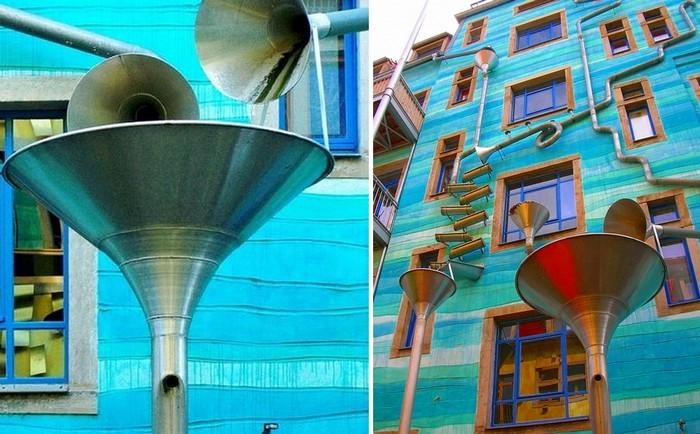 Kunsthofpassage Funnel Wall. Музыка дождя на водосточных трубах