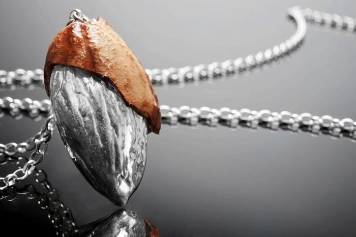 Серия Nature Preserve: украшения из золоченых и посеребренных орехов, шишек и семян разных  растений