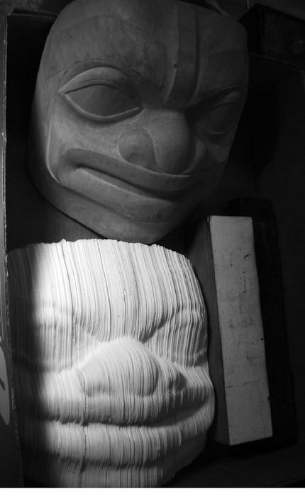Скульптурs из книг от Николаса Галанина (Nicholas Galanin)