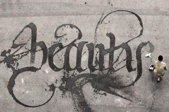 Sweeping Beauty. Каллиграфия от Niels Shoe Meulman водой и шваброй