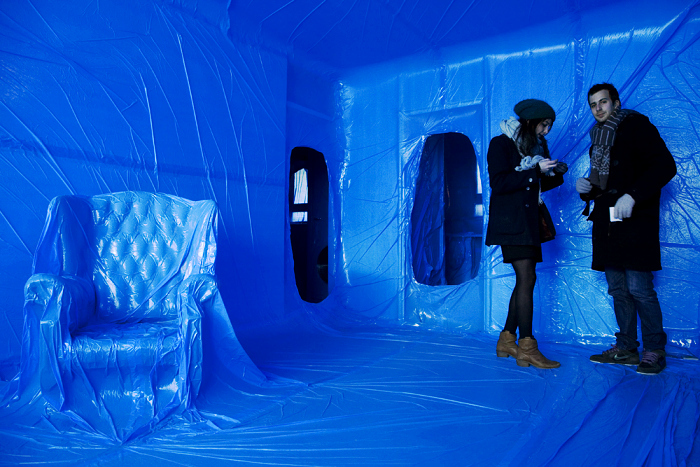 Wrapped In Plastic. Разноцветные пластиковые интерьеры от Penique Productions