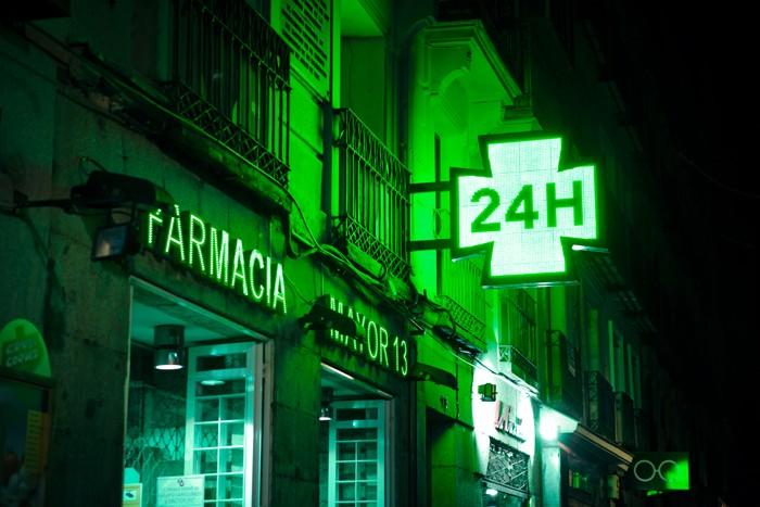 Pharmacy Herbs, световая инсталляция против светового загрязнения