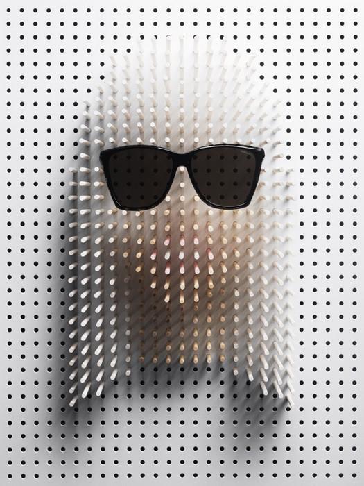 Знаменитости в очках от солнца. Портреты из деревянных спиц от Philip Karlberg