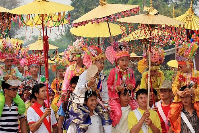 Буддийский фестиваль Poi Sang Long в Таиланде