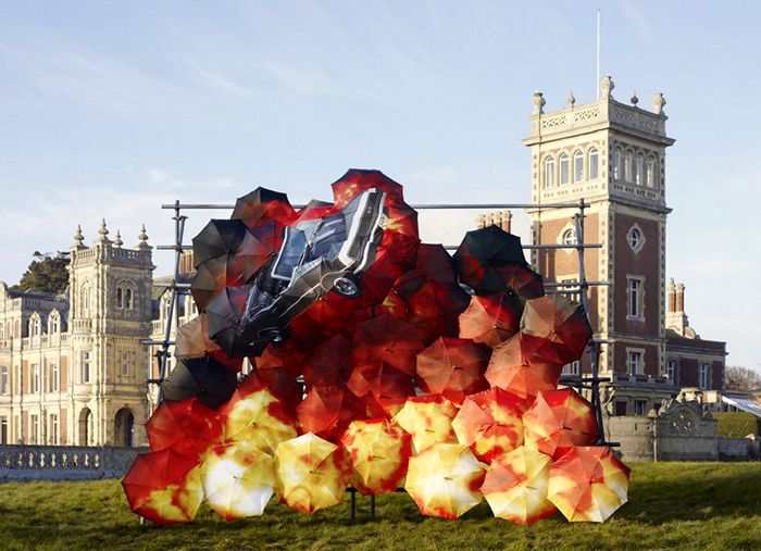 Инсталляции из зонтов в арт-проекте Pop Pop Bang Bang