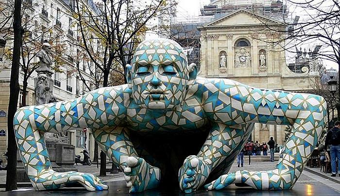 Диковинная скульптура Паолы Епифани, установленная в Париже