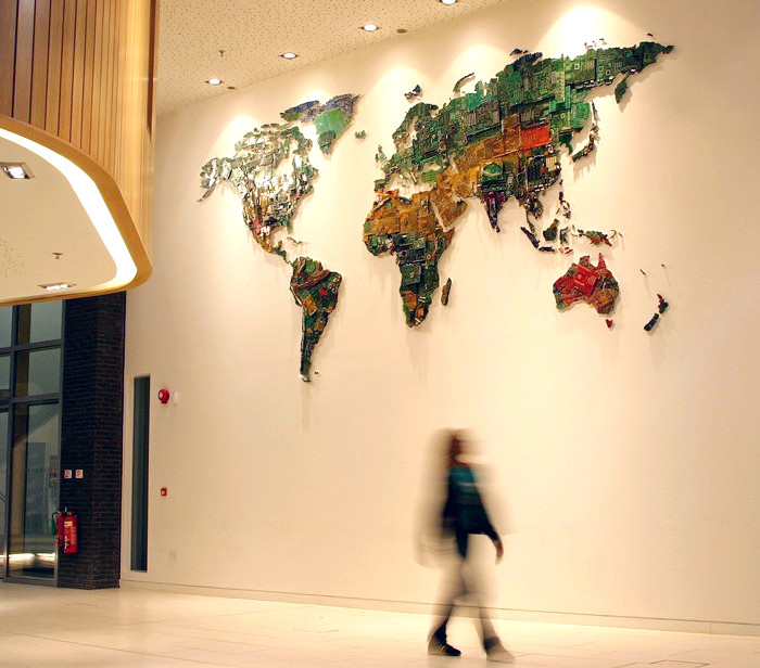 World Map, инсталляция из микросхем