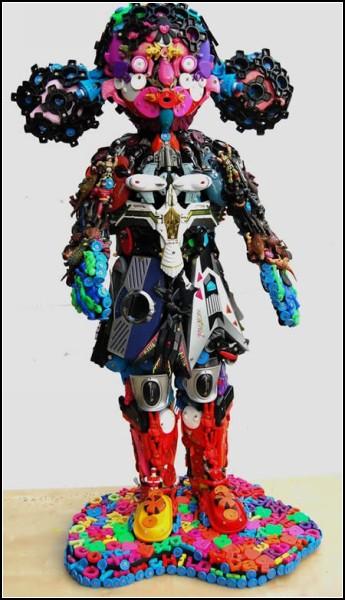 Скульптуры из игрушек от Роберта Брэдфорда (Robert Bradford)