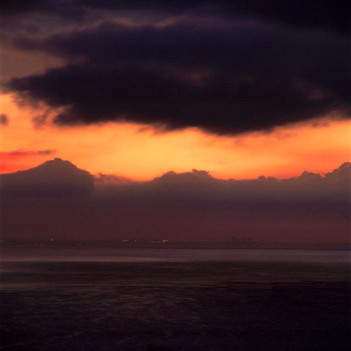 Рассвет 13 декабря в 6:30 АМ в Санта-Монике
