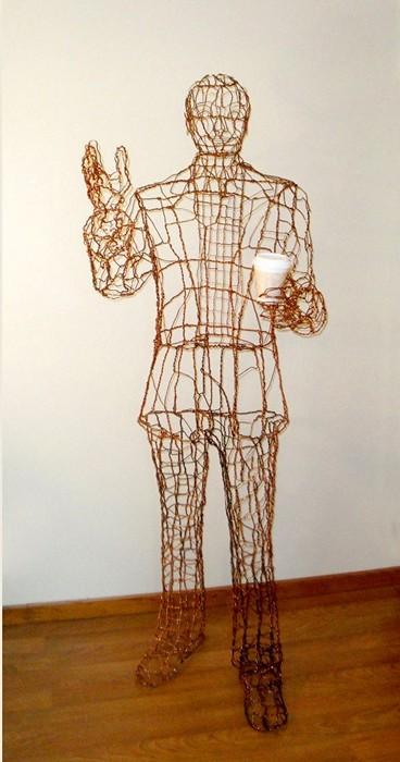 Высокий человек из Сиэтла. Еще одна скульптура с чашкой кофе