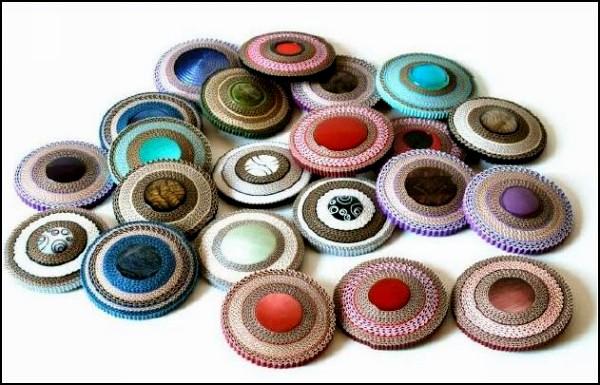 Коллекция украшений из разноцветной бумаги