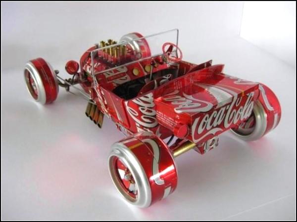Коллекция моделей авто из алюминиевых баночек
