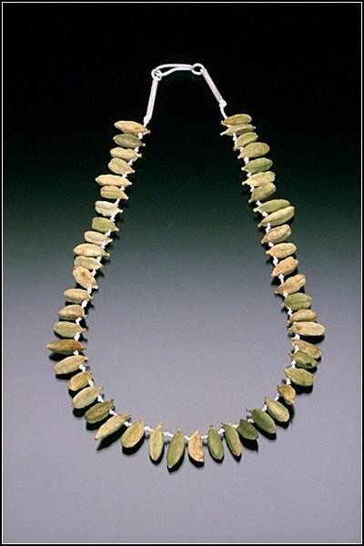 Серебряное ожерелье с настоящими семенами настоящего кардамона
