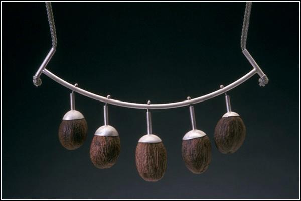 Серебряное украшение с настоящим мускатным орехом
