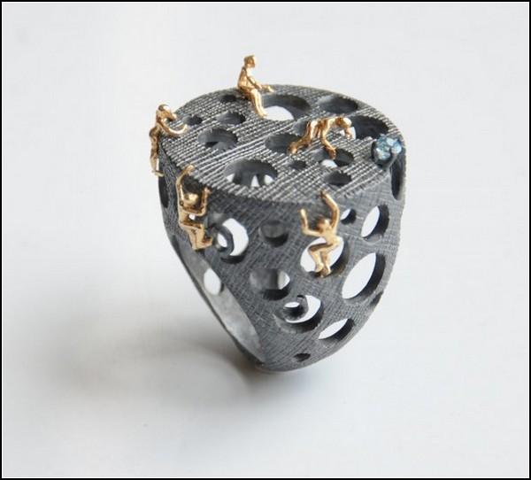 Ювелирные украшения с обнаженкой. Работы Сельды Окутан (Selda Okutan)