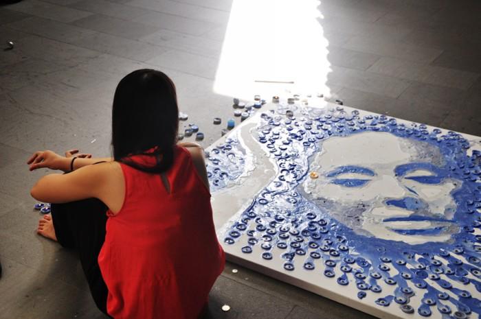 Слезы и огонь. Портрет певицы Адель из горящих свечей