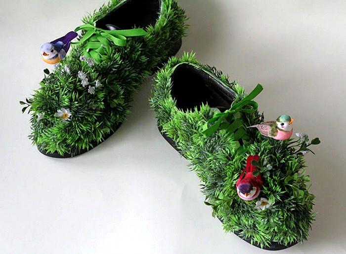 Травяные туфли как инсталляция для экспозиции Shoe fly Shoe