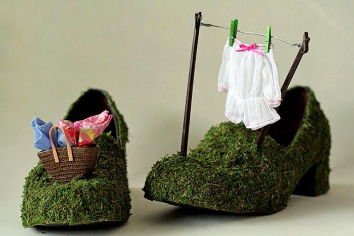 Некоторые арт-туфли украшены бытовыми миниатюрами от Шарлы Валески