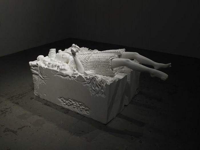 Почти невесомая с виду, но тяжелая на практике. Скульптура White Dream от Shinichi Hara