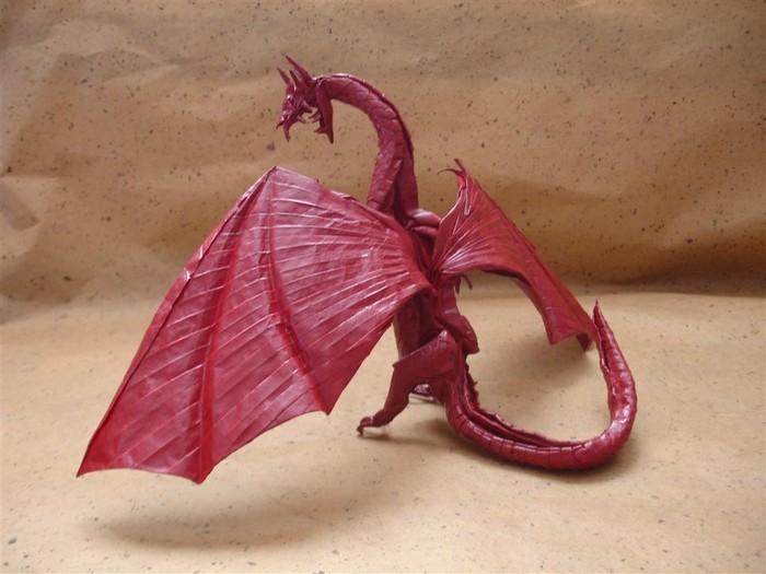 Шуки Като обожает динозавров, насекомых и увлекается аниме, поэтому неудивительно, что его оригами изображают именно...