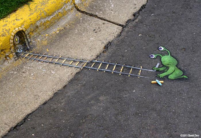 Инопланетный гость Sluggo в стрит-арте от David Zinn
