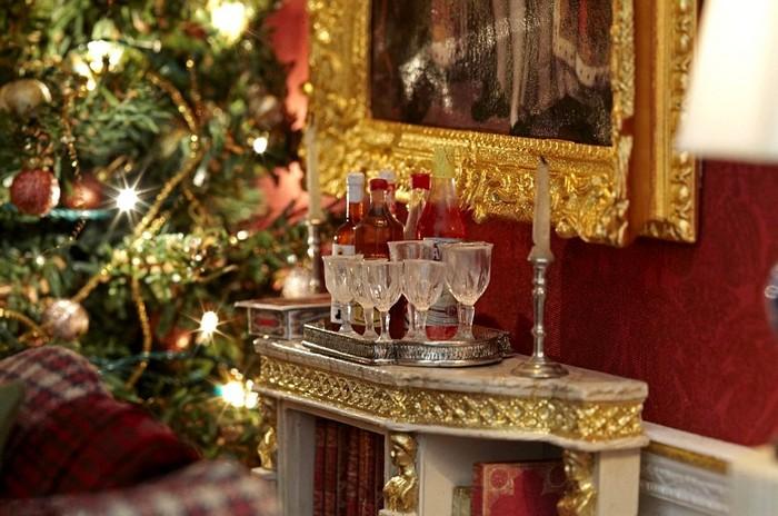 Домик для мини-Санты. Рождественская гостиная в музыкальном шкафу
