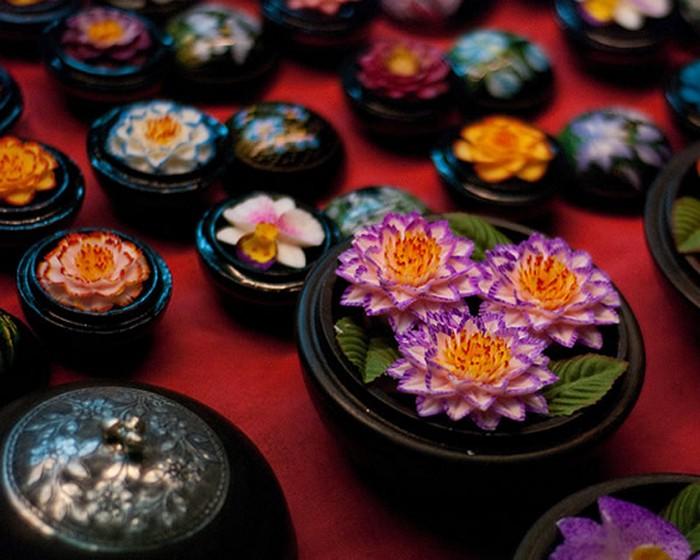 Из куска туалетного мыла можно вырезать орхидею невероятной красоты
