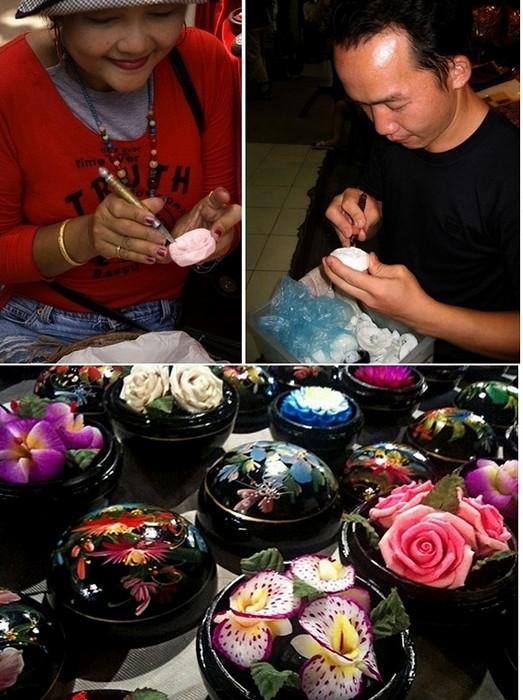 Резьбой по мылу в Таиланде занимаются как мужчины, так и женщины