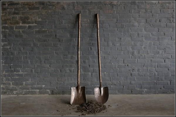 Садовые инструменты из денег. Скульптуры Стейси Ли Веббер (Stacey Lee Webber)