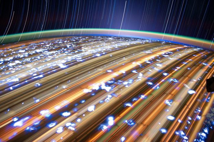 Фото из серии Star Trails, съемка с орбиты на длинной выдержке