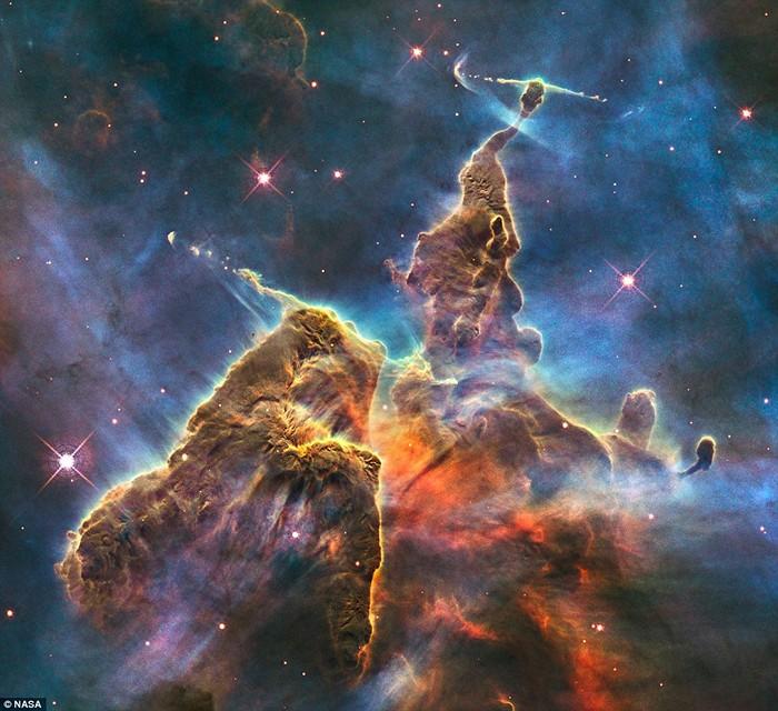 Одна из космических фотографий *Хаббла*, участвовавшая в арт-проекте  Алекса Харрисона Паркера
