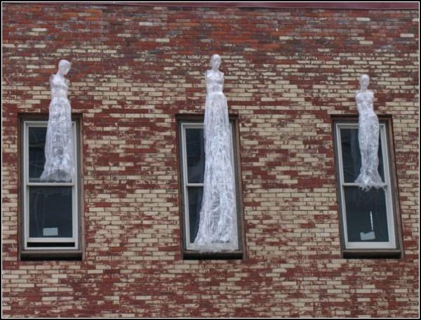 Скульптуры из скотча от Марка Дженкинса (Mark Jenkins)