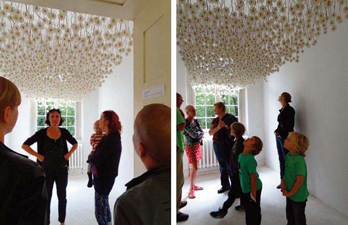 Suspended Dandelions. Потолок из 2000 одуванчиков