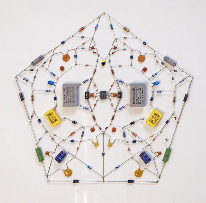 Технологические мандалы из полупроводников и прочей электроники