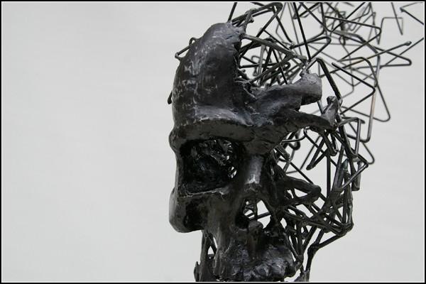 Концепт-арт, или бред сумасшедшего? Скульптуры из стальной проволоки