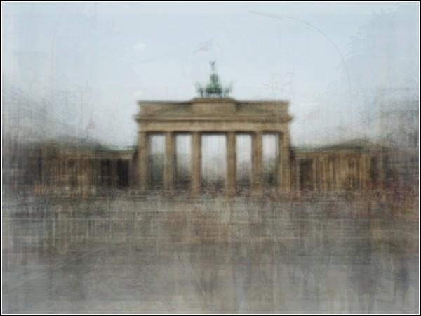 Берлин. Бранденбургские ворота. Туристический сюрреализм от Коринн Вайоннет (Corinne Vionnet)