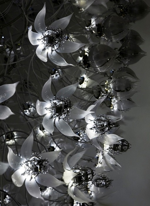 Инсталляция Una Lumino, кинетические цветы от Чо Ю-Рам (Choe U-Ram)