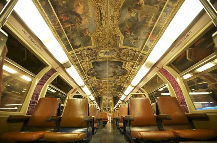 Парижский электропоезд, оформленный как Версаль (Chateau de Versailles)