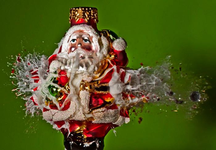 Высокоскоростное фото в серии War against Christmas Алана Сэйлера (Alan Sailer)