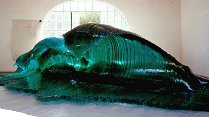 Maestrale. Стеклянная скульптура-волна Марио Чероли (Mario Ceroli)